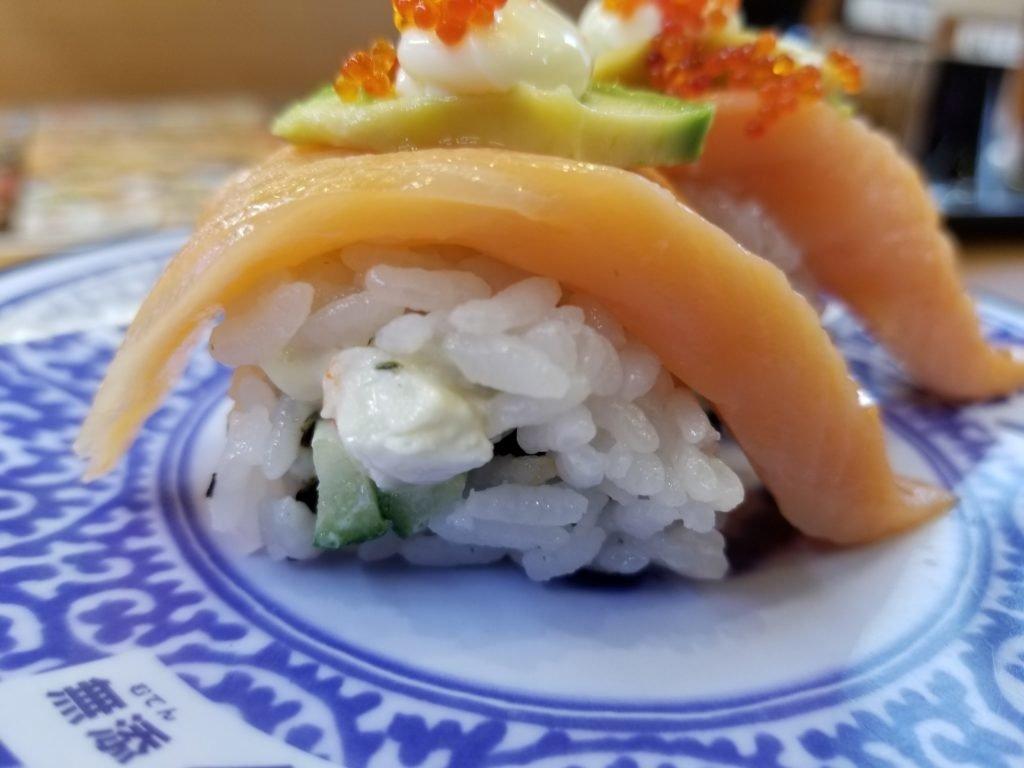 くら寿司サーモンアボカドロール