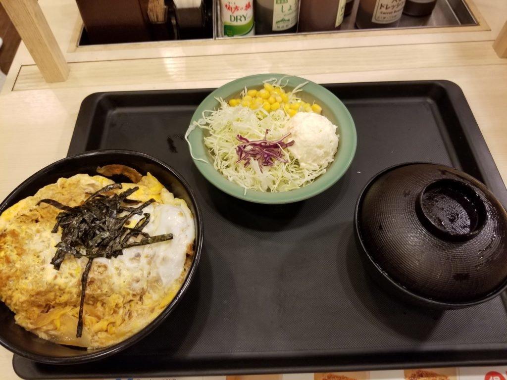 ロースかつ丼とポテトサラダ