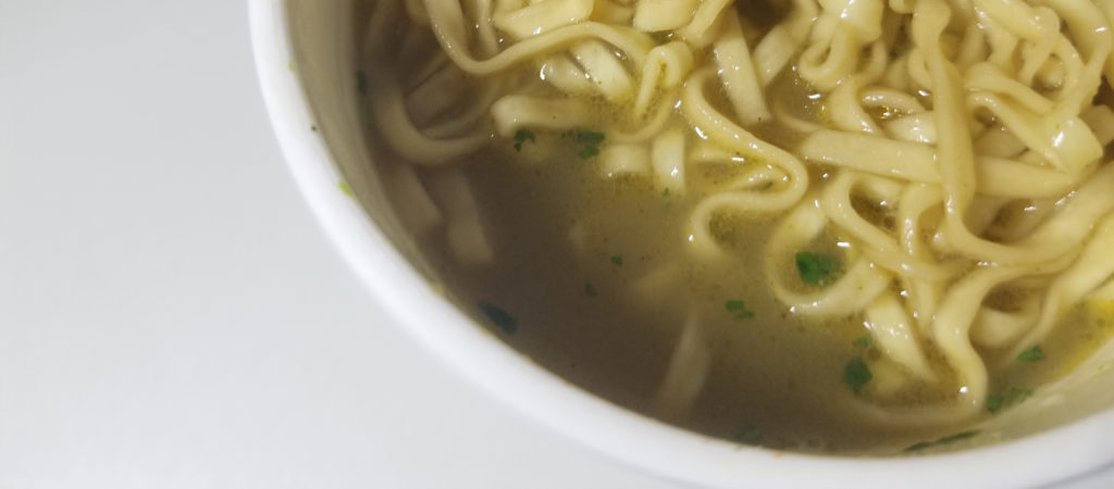 cup日清グリーンカレーヌードルスープの感じ