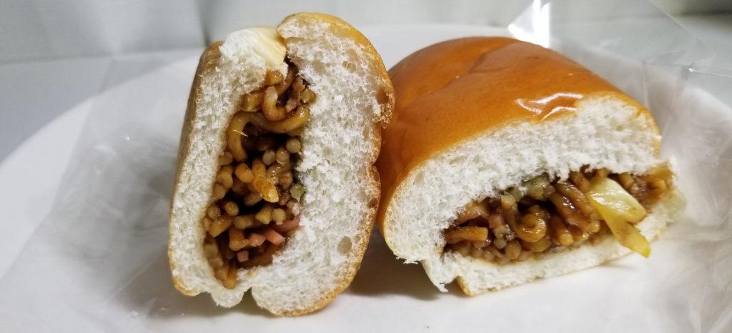 tajima焼きそばパン断面