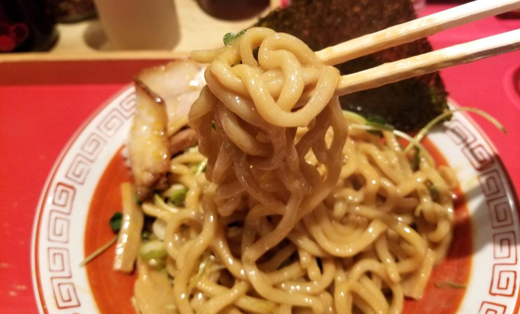 gakkai武蔵野油そば大盛麺の感じ